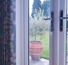 23-bedroom-garden-room-patio-doors