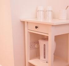 26-bedroom-garden-room-tea-coffee-making